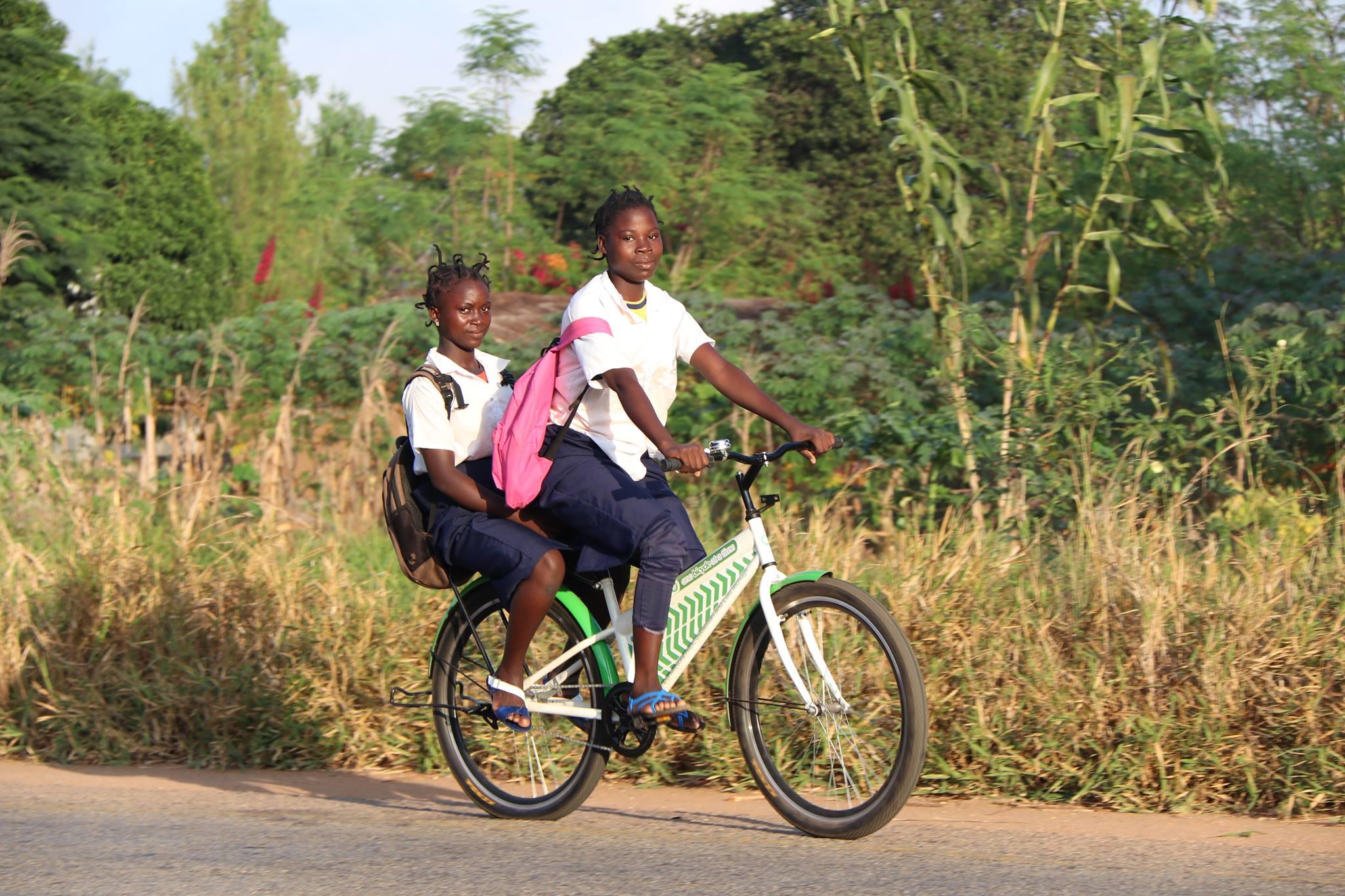 Mozambikes is een fietsproducent die fietsen produceert voor arme mensen in Mozambique.